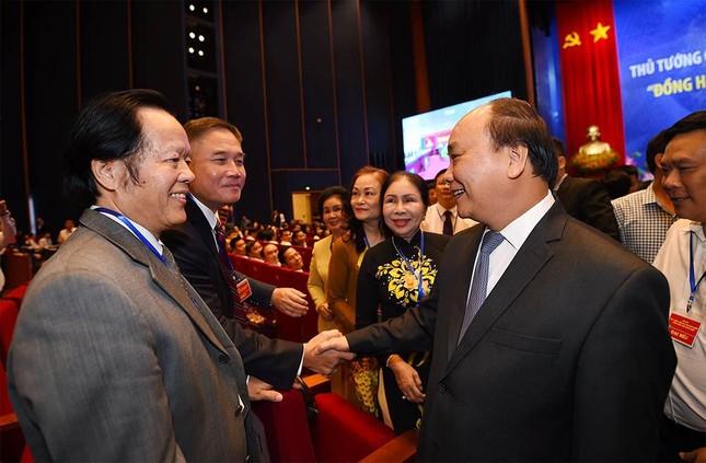 Khi Thủ tướng vui vẻ 'selfie' cùng doanh nhân - ảnh 1