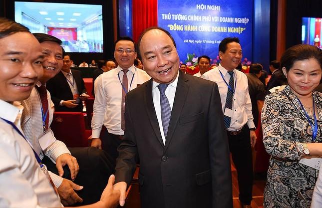 Khi Thủ tướng vui vẻ 'selfie' cùng doanh nhân - ảnh 2