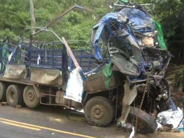 """Hòa Bình: Hàng chục người dân """"hôi của"""" sau vụ tai nạn chết người - ảnh 1"""