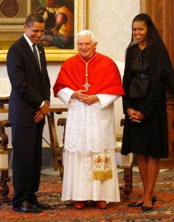 Lý do vợ con ông Trump mặc đồ đen, đeo mạng khi gặp Giáo hoàng - ảnh 1