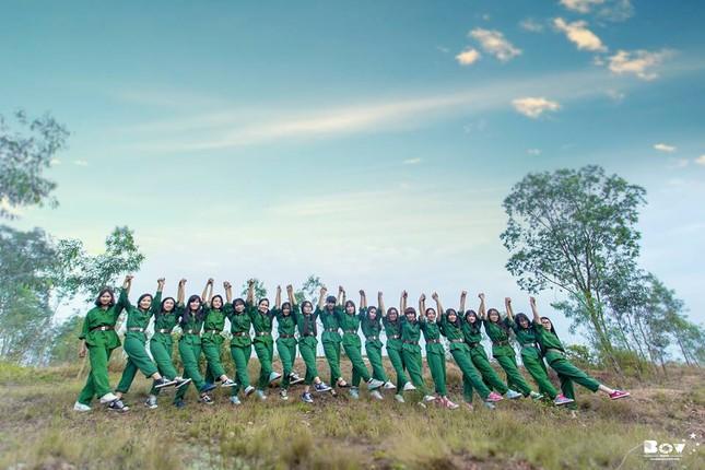 Học sinh Bắc Giang chụp ảnh kỷ yếu với chủ đề Chúng tôi là chiến sĩ - ảnh 5