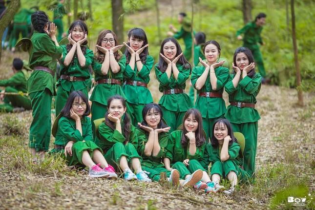 Học sinh Bắc Giang chụp ảnh kỷ yếu với chủ đề Chúng tôi là chiến sĩ - ảnh 6