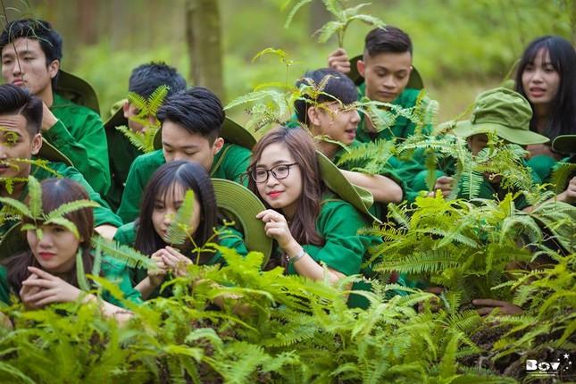 Học sinh Bắc Giang chụp ảnh kỷ yếu với chủ đề Chúng tôi là chiến sĩ - ảnh 7