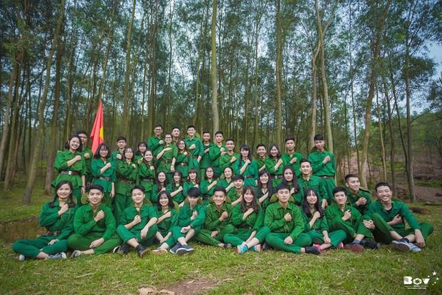 Học sinh Bắc Giang chụp ảnh kỷ yếu với chủ đề Chúng tôi là chiến sĩ - ảnh 10