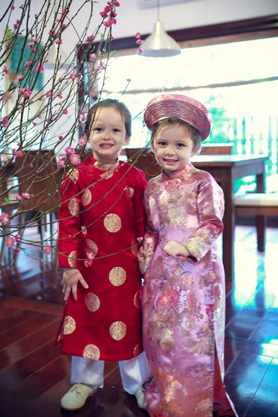 Hồng Nhung: 'Tôi dạy các con cách rung cảm như mình hồi bé' - ảnh 1