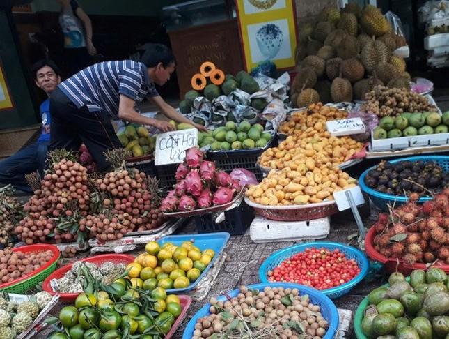 Xoài mút Trung Quốc lại đội lốt xoài Châu Đốc tràn chợ Sài Gòn - ảnh 1