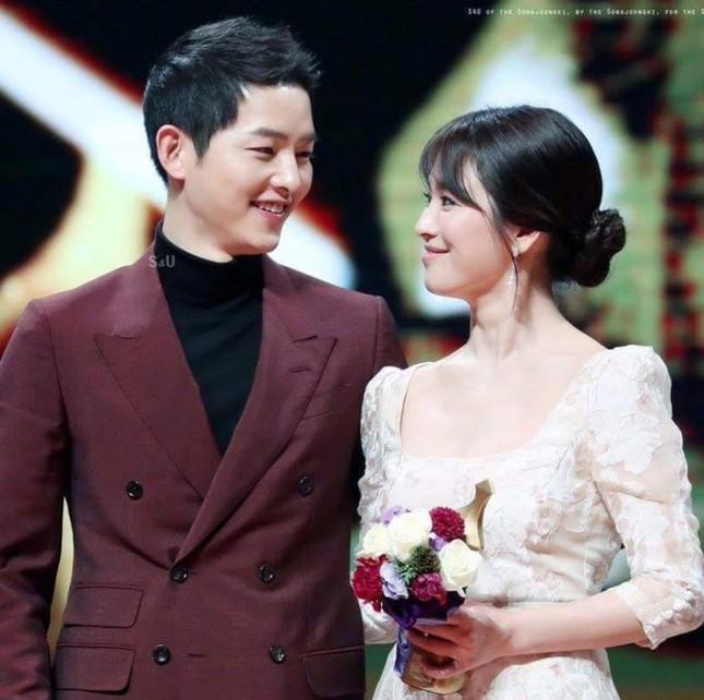Song Joong Ki - Song Hye Kyo quyền lực ngang Bi Rain - Kim Tae Hee? - ảnh 1