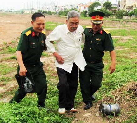 Tìm mộ tập thể liệt sĩ trong sân bay Tân Sơn Nhất - ảnh 1