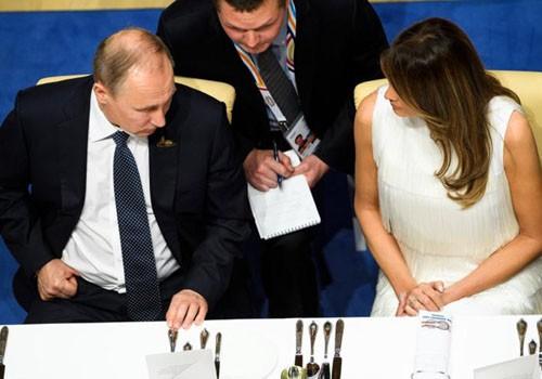 Vợ Trump phá vỡ định kiến 'bình hoa di động' tại G20 - ảnh 1