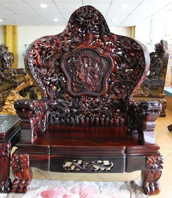 Đại gia Hà Nội chi 13 tỷ sắm bộ bàn ghế Cửu Long Bát Tiên - ảnh 1