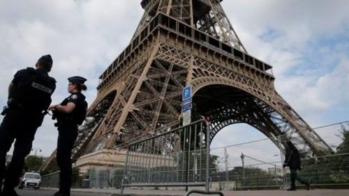 Xạ thủ, tên lửa và 'Quái thú' bảo vệ Trump ở Paris - ảnh 1