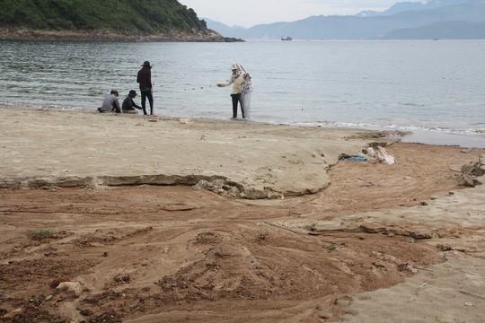 Công trình 40 móng biệt thự ở Sơn Trà đẩy bùn đất xuống biển - ảnh 1