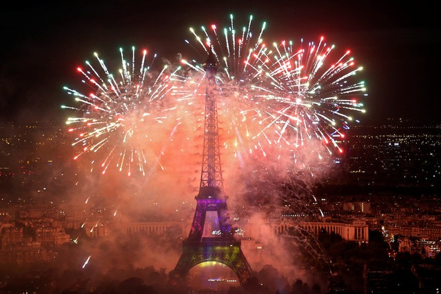 Pháo hoa rợp trời Paris mừng Quốc khánh Pháp - ảnh 2
