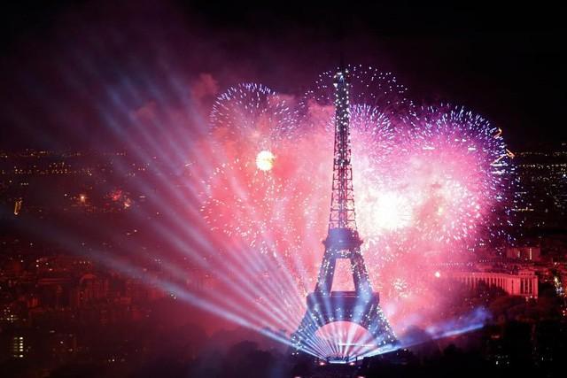 Pháo hoa rợp trời Paris mừng Quốc khánh Pháp - ảnh 3