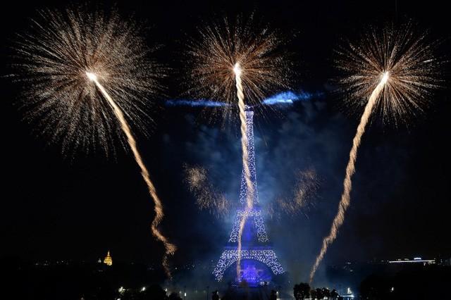Pháo hoa rợp trời Paris mừng Quốc khánh Pháp - ảnh 4