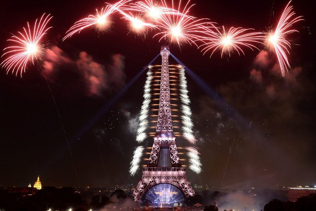 Pháo hoa rợp trời Paris mừng Quốc khánh Pháp - ảnh 6