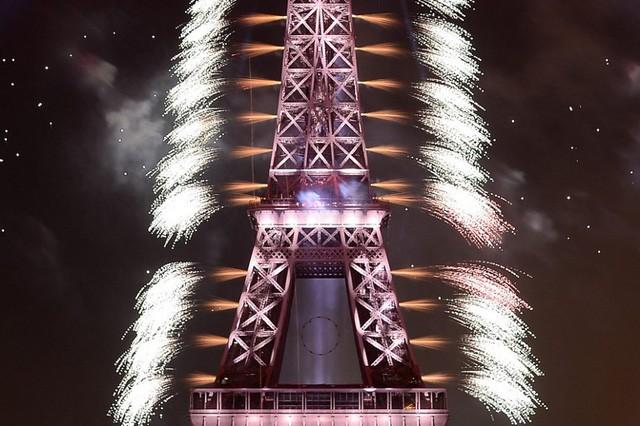 Pháo hoa rợp trời Paris mừng Quốc khánh Pháp - ảnh 7