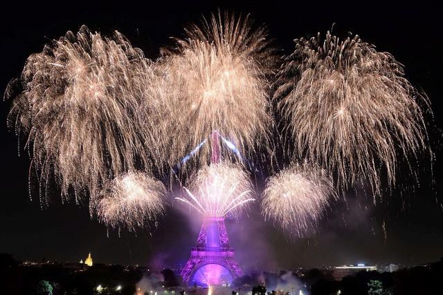 Pháo hoa rợp trời Paris mừng Quốc khánh Pháp - ảnh 8