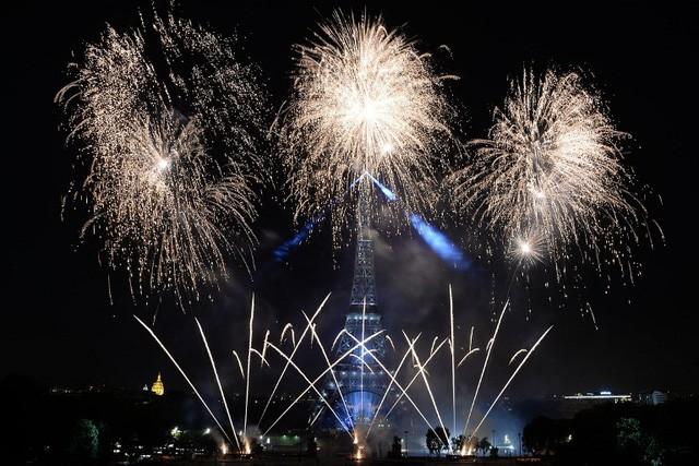 Pháo hoa rợp trời Paris mừng Quốc khánh Pháp - ảnh 9