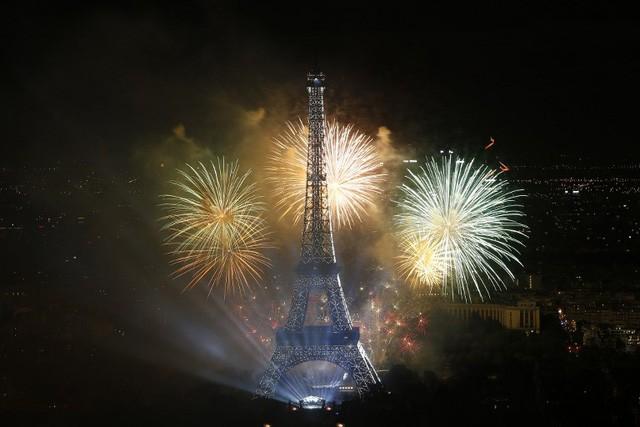 Pháo hoa rợp trời Paris mừng Quốc khánh Pháp - ảnh 10