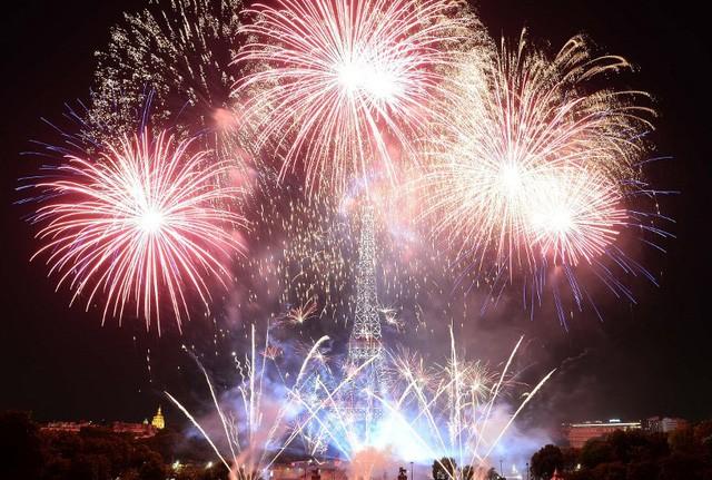 Pháo hoa rợp trời Paris mừng Quốc khánh Pháp - ảnh 11