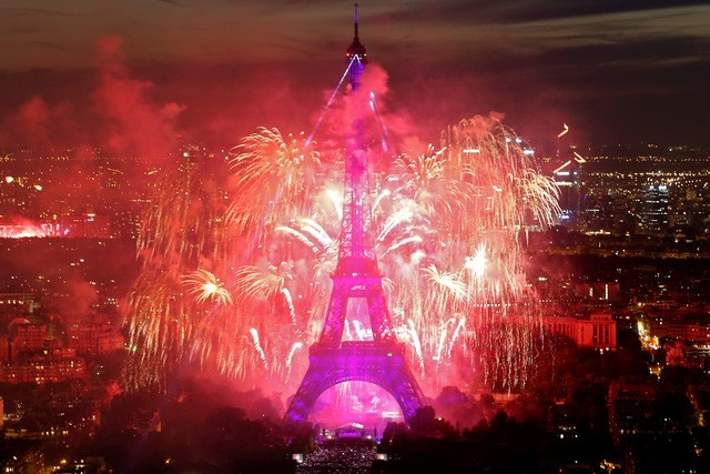 Pháo hoa rợp trời Paris mừng Quốc khánh Pháp - ảnh 12