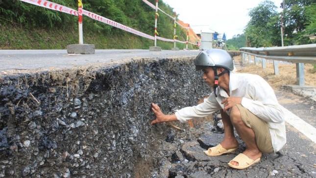 Sụt lún nghiêm trọng ở đường nối Thanh Hóa với Lào - ảnh 1