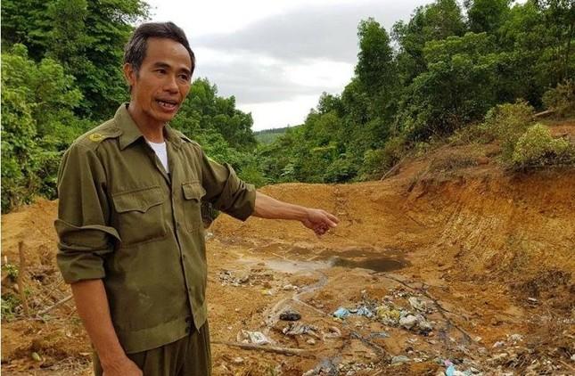 Chôn rác thải y tế trong vườn cán bộ xã, đầu nguồn nước - ảnh 1