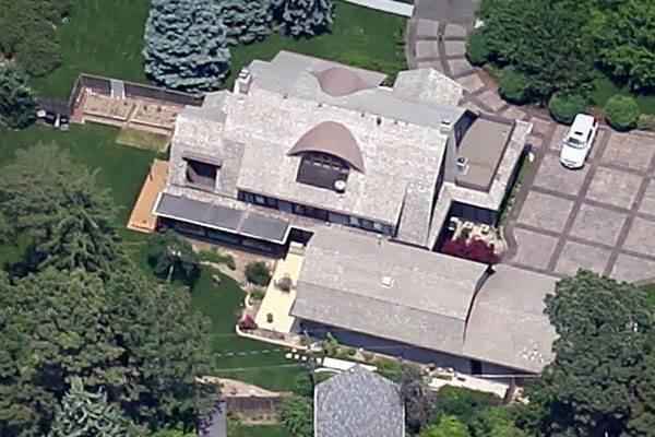 Tỷ phú Warren Buffett sống trong căn nhà chỉ chiếm 0,001% khối tài sản - ảnh 1