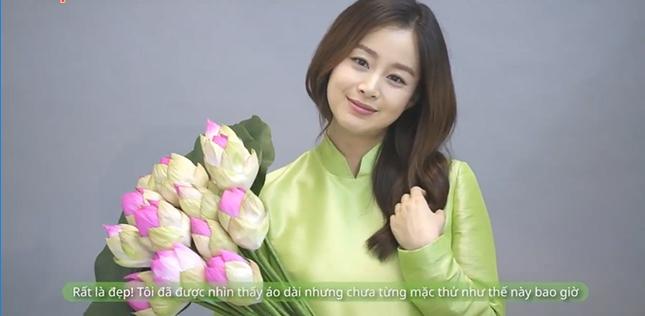 Kim Tae Hee mặc áo dài chào fan Việt - ảnh 1