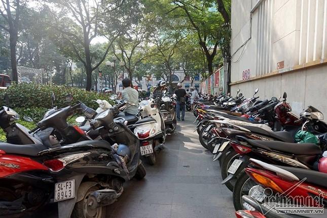 Ông Đoàn Ngọc Hải 'trảm' bãi giữ xe trước cổng UBND quận 1 - ảnh 1