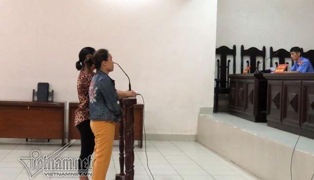 2 phụ nữ hắt dầu luyn vào phản thịt lợn lĩnh 9 tháng tù treo - ảnh 1