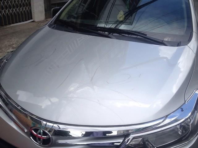 Gần 10 ô tô bị đập phá trên đường phố Sài Gòn - ảnh 1