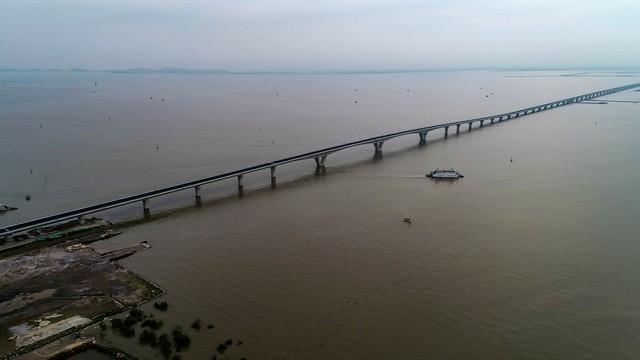 """Hé lộ """"đường hầm"""" đặc biệt tại cầu vượt biển dài nhất Việt Nam - ảnh 1"""