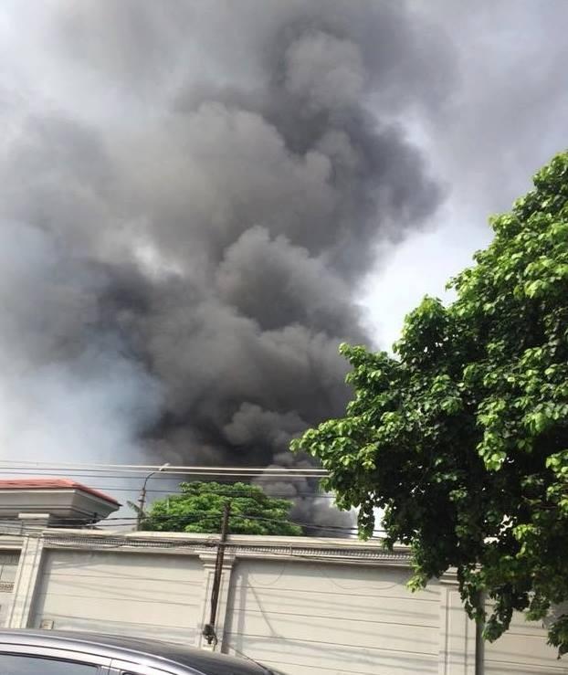 Hà Nội: Cháy dữ dội kho hàng ở cảng Bạch Đằng - ảnh 1