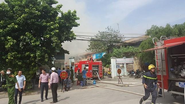 Hà Nội: Cháy dữ dội kho hàng ở cảng Bạch Đằng - ảnh 4