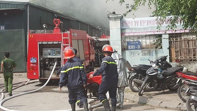 Hà Nội: Cháy dữ dội kho hàng ở cảng Bạch Đằng - ảnh 5