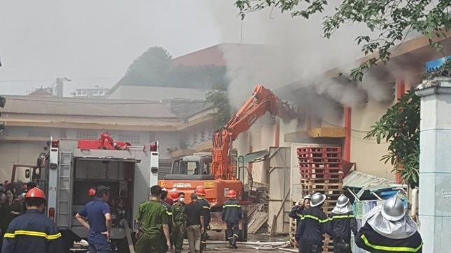 Hà Nội: Cháy dữ dội kho hàng ở cảng Bạch Đằng - ảnh 6