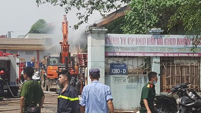 Hà Nội: Cháy dữ dội kho hàng ở cảng Bạch Đằng - ảnh 9