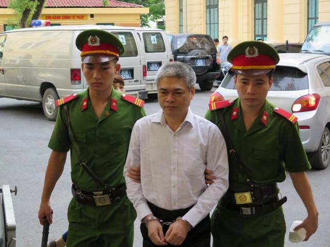Xét xử đại án Ocean Bank: Diễn viên Quỳnh Tứ hầu tòa trong tư cách bị cáo - ảnh 2