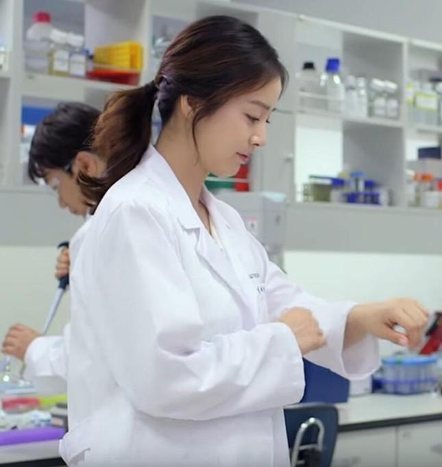Kim Tae Hee mang bầu 7 tháng vẫn miệt mài kiếm tiền - ảnh 1