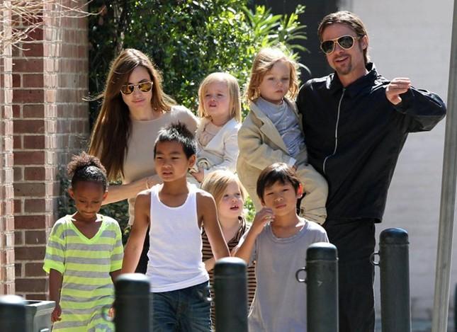 Bạn thân tiết lộ Angelina và Brad Pitt đã bí mật tái hợp - ảnh 1