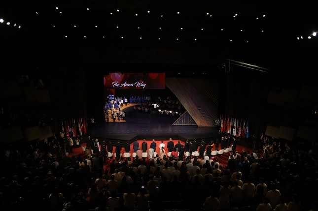 Thủ tướng dự khai mạc ASEAN-31 - ảnh 1
