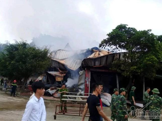 Huy động 300 người chữa cháy ở khu chợ cửa khẩu Tân Thanh - ảnh 1