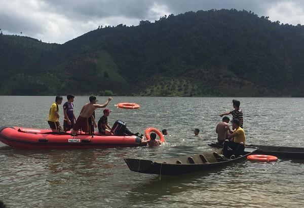 Lâm Đồng: 2 học sinh đuối nước khi chèo thuyền trên hồ thủy lợi - ảnh 1