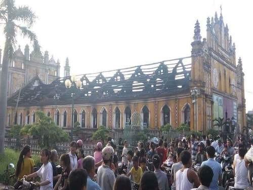 Nam Định: Hỏa hoạn thiêu rụi nhà thờ 129 năm tuổi - ảnh 2