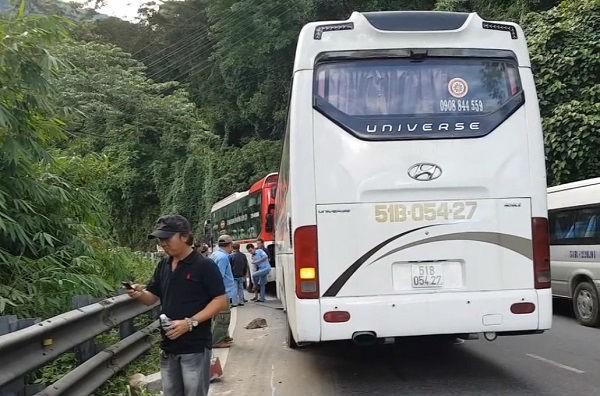 Xe 45 chỗ mất phanh trên đèo Bảo Lộc đâm vào đuôi xe khách - ảnh 1