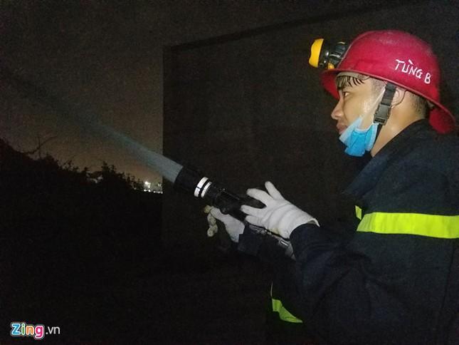 Nổ lớn và hỏa hoạn gần 3 tiếng tại công ty may ở Quận 9 - ảnh 2