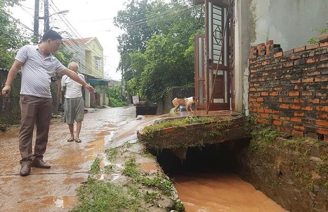 Quảng Ninh: Nước mưa cuốn trôi 2 học sinh xuống cống - ảnh 1