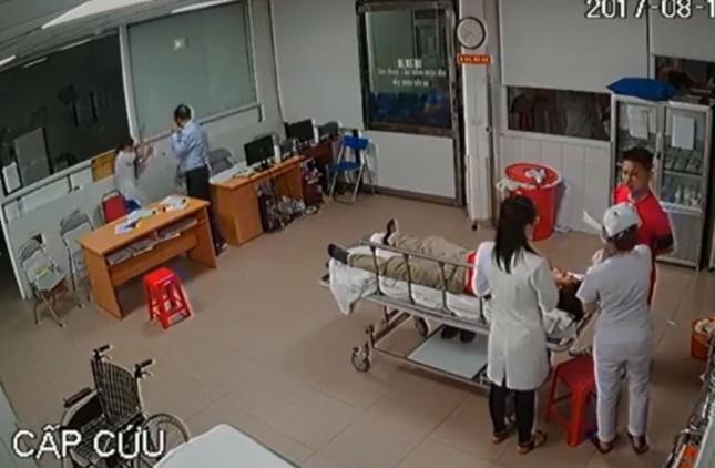Chủ tịch phường lên tiếng vụ đánh bác sĩ trong bệnh viện - ảnh 1